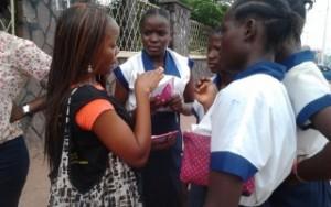 dialogue avec les filles dans la rue